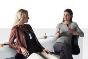 Два слуховых аппарата обеспечивают полноценное восприятие и понимание речи. (Все фото - компании Oticon).